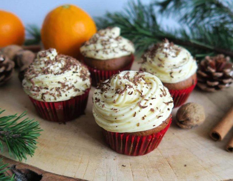 Muffinki piernikowe z kremem pomarańczowym