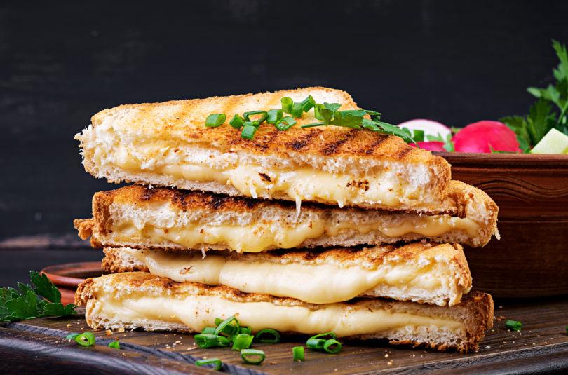 Tosty z serem i majonezem