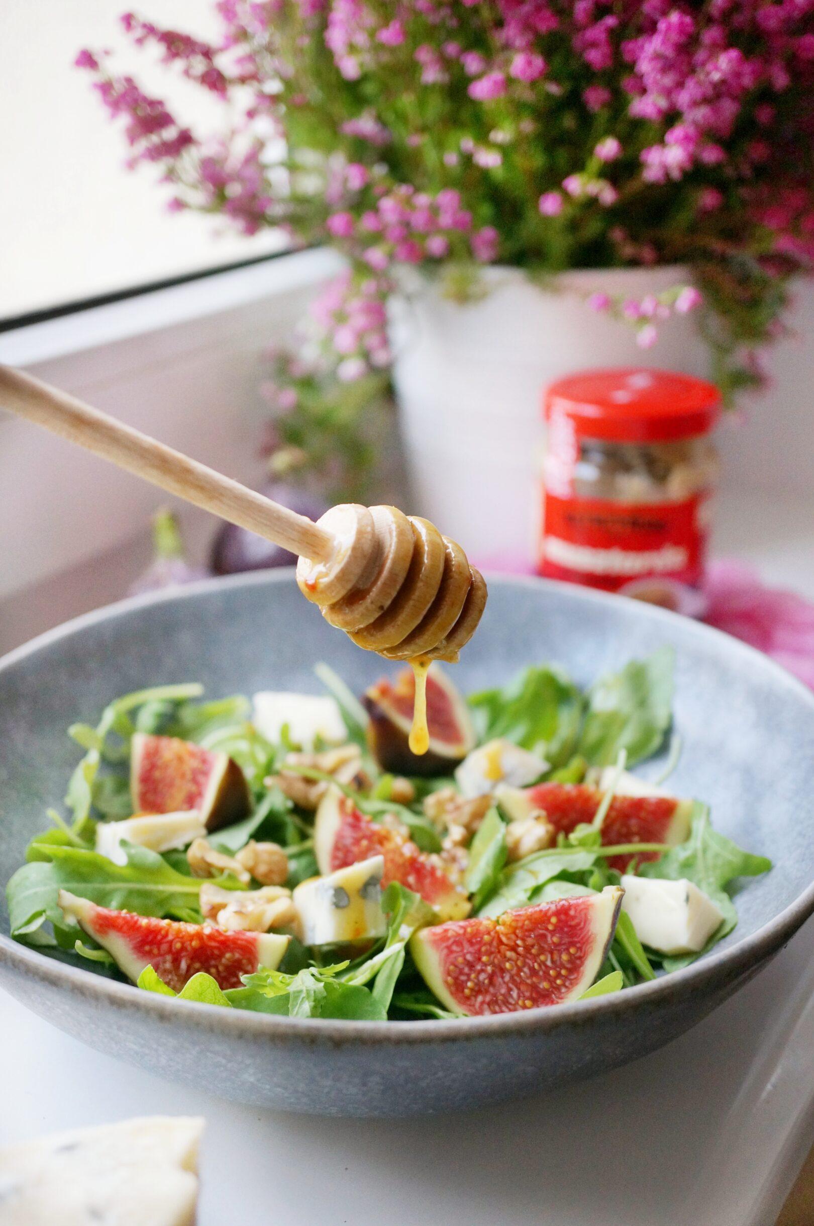 Sałatka z figami i serem pleśniowym